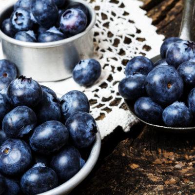 La Myrtille sauvage est un fruit qui se mange surtout en tarte. Il est réputé pour améliorer la vue, c'est pourquoi beaucoup de pilotes d'avions en mangent régulièrement. On peut la trouver en confiture, en vin de fruits, … De nombreux artisans récoltent les petits fruits pour en faire des vins doux et pétillants ainsi que des sirops et liqueurs (groseille, rhubarbe, mirabelle, cassis, fraise des bois, quetsche, …)