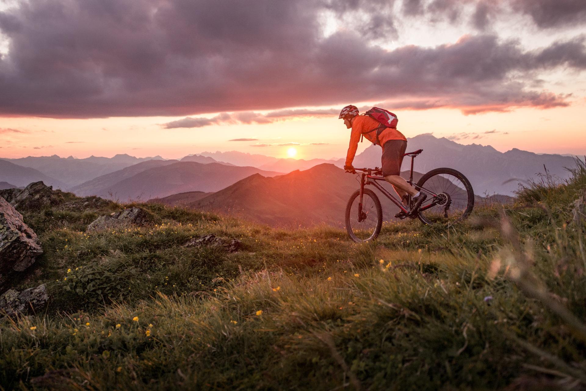 Radonnées VTT sur le massif des Vosges avec un couche de soleil
